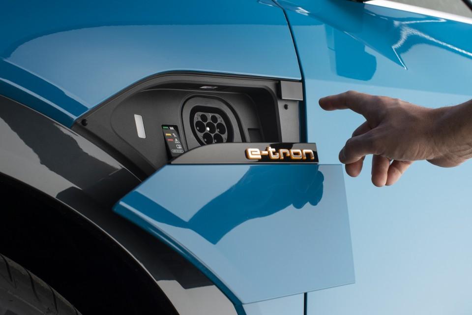 Tipos de cargadores para coches eléctricos e híbridos enchufables